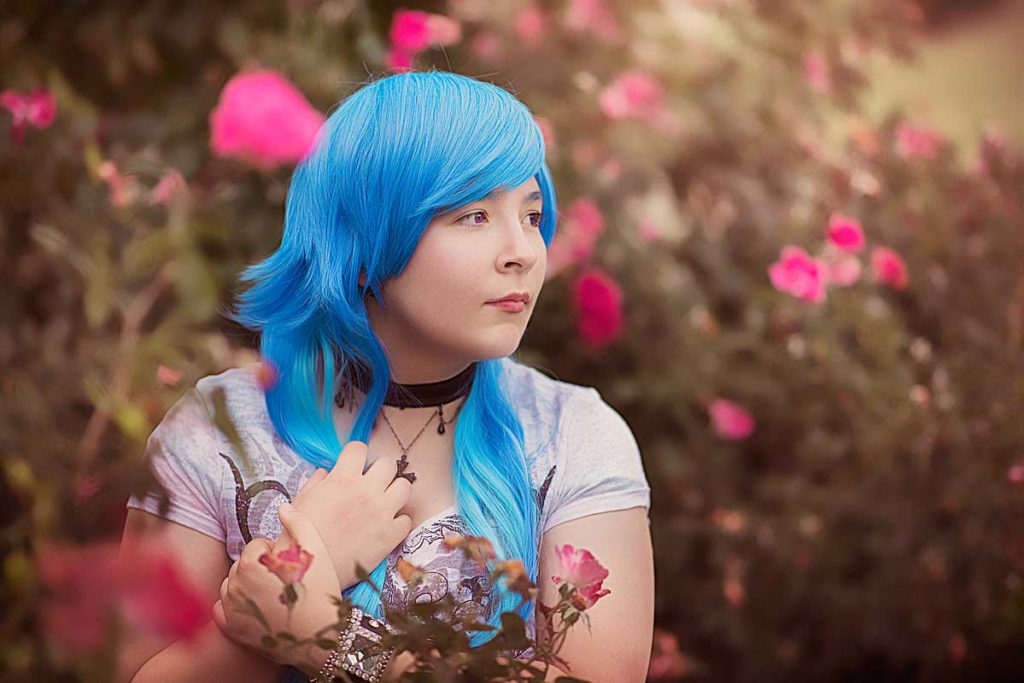 Louisville teen photo with blue hair and wild roses.