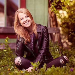 Louisville Senior Photographer portrait of Blonde girl in leather jacket