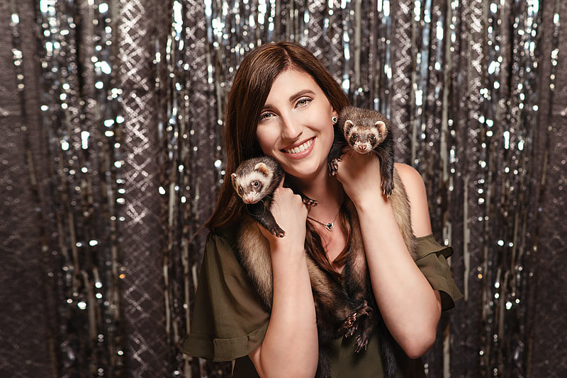 Louisville Portrait Studio captures girl with ferrets for Senior Photos