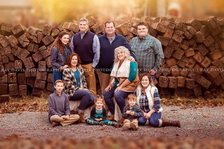 louisville-fall-pictures-extended-family-styled-golden